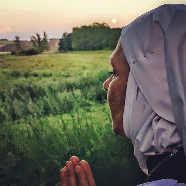 Sister Rosa of Sisters of the Valley praying